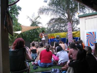Matt Corby play live and lounging